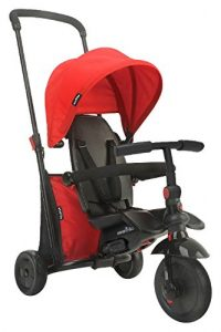 Ce tricycle de la marque Smart Trike est de couleur rouge.