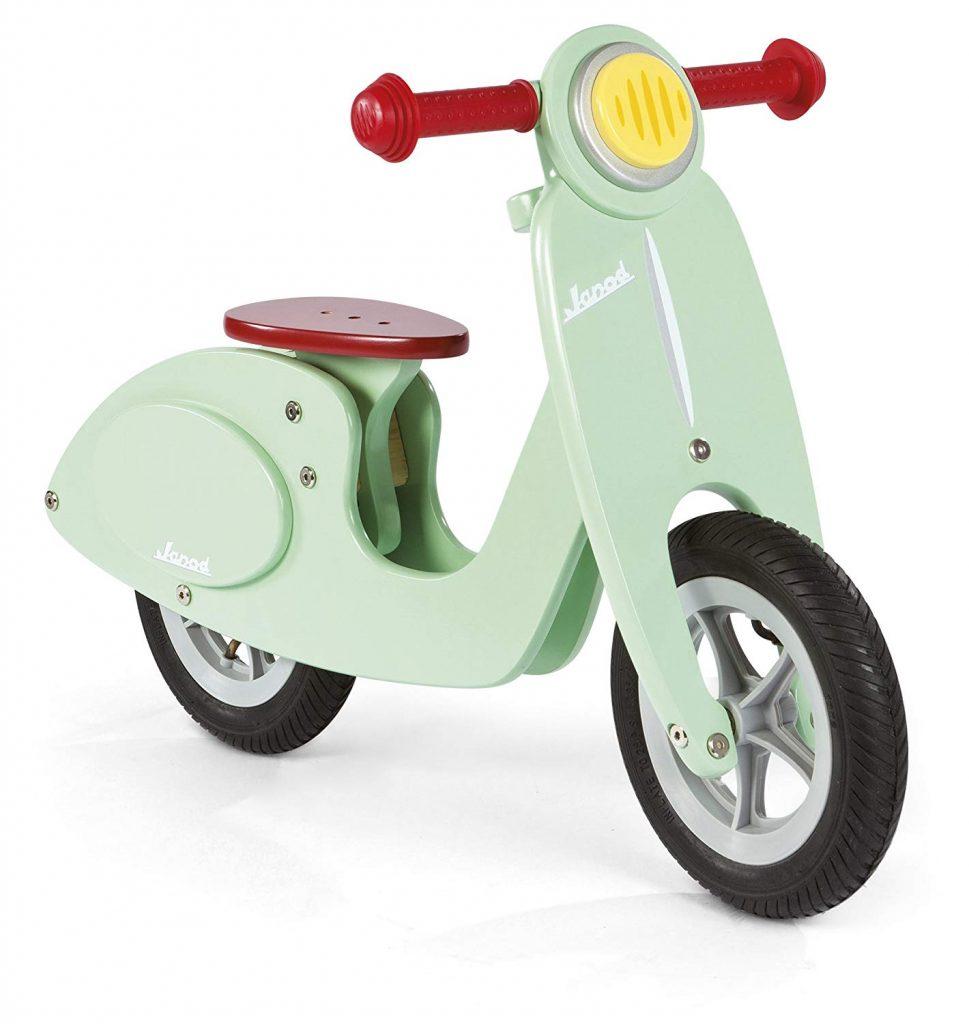 La drasienne scooter janod a un beau look vintage.