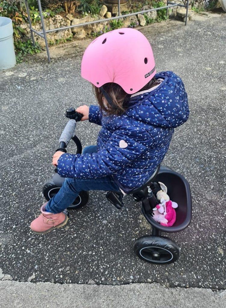 Ce tricycle Kinderkraft évolutif fait poussette et vélo 3 roues indépendant.