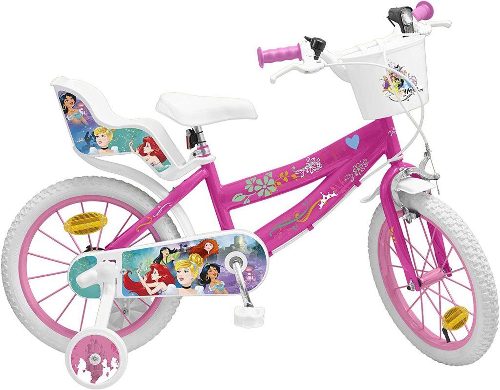 Le vélo 16 pouces pour fille Disney Princess a un panier.