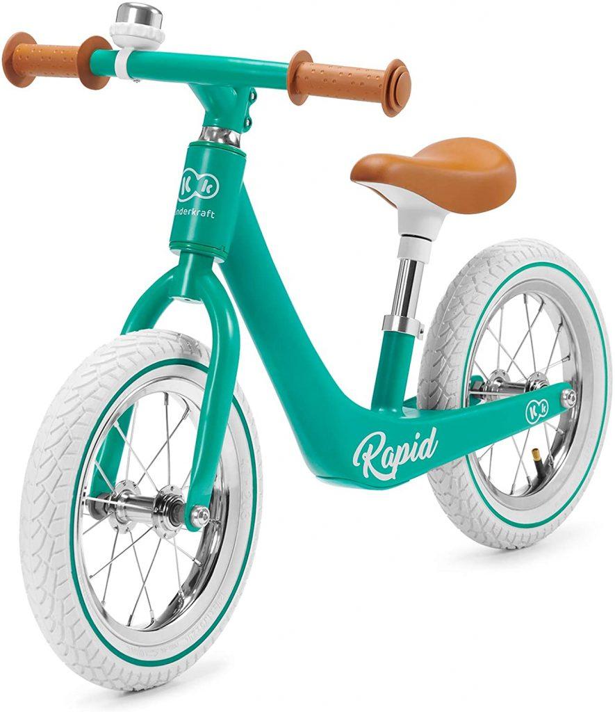 Cette draisienne vintage Kinderkraft Rapid est de couleur verte.