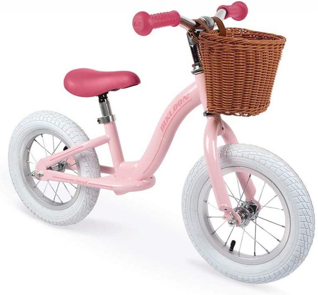 Cette draisienne Janod au style rétro est de couleur rose.