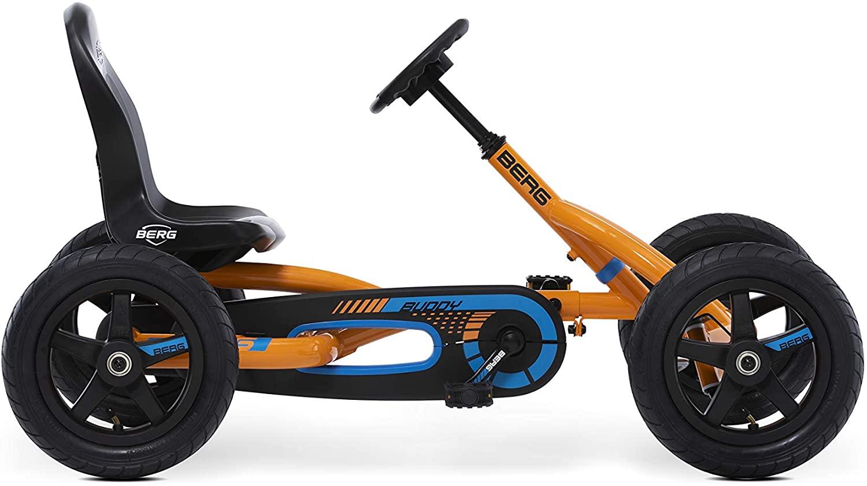 Le Kart à pédales BERG Buddy B est orange, bleu et noir.