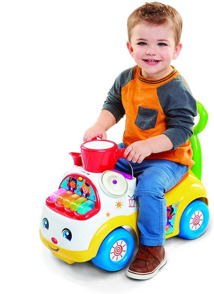Le porteur bébé Fisher Price est coloré.