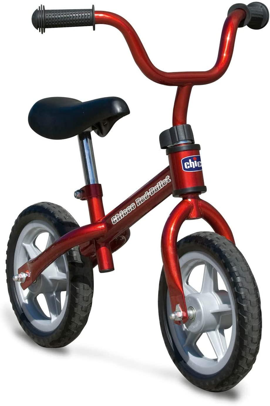 Cette draisienne Chicco rouge a des pneus increvables.