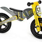 La draisienne moto en bois Small Foot est de couleur jaune et noire.