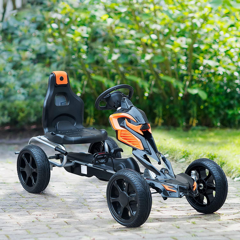 Le kart à pédales Homcom Go-Kart est noir et orange.