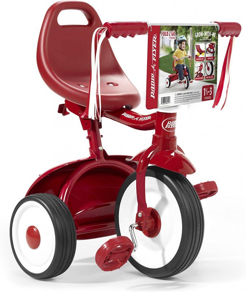 Le tricycle Radio Flyer Fold 2 Go est pliable.