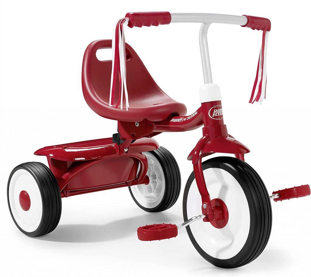 Le vélo à 3 roues Radio Flyer Fold 2 Go a une selle confortable.